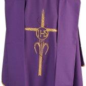 Immagine di 'Casula viola con spiga a forma di croce e cristogramma IHS'