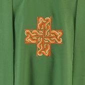 Immagine di 'Casula verde con croce stilizzata'