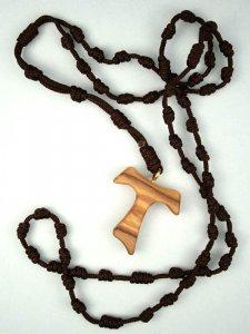 Copertina di 'Rosario in corda con croce Tau'