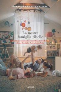 Copertina di 'La nostra famiglia ribelle. Quotidiane emozioni e straordinarie tradizioni di una famiglia: Latendainsalotto'
