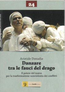 Copertina di 'Danzare tra le fauci del drago. Il potere del teatro per la trasformazione nonviolenta dei conflitti'