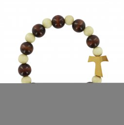 Copertina di 'Braccialetto elastico con grani in legno bicolore e croce Tau - circonferenza 19 cm'