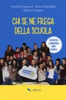 Chi se ne frega della scuola. Con Poster - Grassucci Daniele, Sbardella Marco, Nannini Alessio