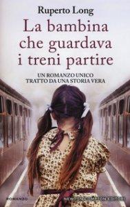 Copertina di 'La bambina che guardava i treni partire'
