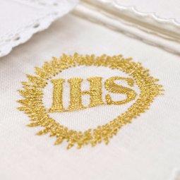 Copertina di 'Servizio da messa 4 pezzi con cristogramma IHS ricamato in oro'