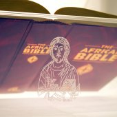 """Immagine di 'Leggio da mensa in plexiglass con incisione laser """"Cristo Pantocratore"""" - dimensioni 36x21 cm'"""