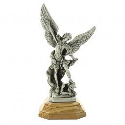 """Copertina di 'Statua in metallo """"San Michele Arcangelo"""" con base in legno d'ulivo - altezza 24 cm'"""