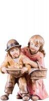 Coppia di bambini R.K. - Demetz - Deur - Statua in legno dipinta a mano. Altezza pari a 15 cm.