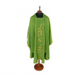 Copertina di 'Casula verde con spighe e uva ricamati'