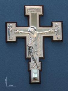 Copertina di 'Croce in argento su sfondo ligneo - dimensioni 35x26 cm'