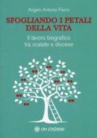 Sfogliando i petali della vita. Il lavoro biografico tra scalate e discese - Fierro Angelo Antonio