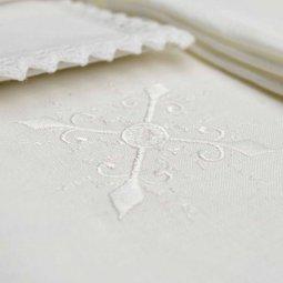 Copertina di 'Servizio da messa 4 pezzi con ricamo a croce bianca stilizzata'