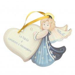 """Copertina di 'Angelo da appendere in legno colorato con cuore """"Felicità"""" - dimensioni 14x17 cm'"""