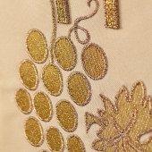 Immagine di 'Stola avorio con grappolo d'uva e cristogramma IHS ricamati'