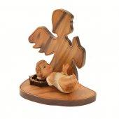 Immagine di 'Angelo in ulivo con base e Gesù bambino in resina colorata - altezza 6,5 cm'