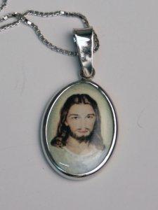 """Copertina di 'Collana con medaglia """"Volto di Gesù""""'"""