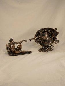 Copertina di 'Creazione di michelangelo in resina bronzata'