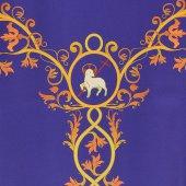 Immagine di 'Coprileggio viola con agnello ed uva stampati su croce ad Y'