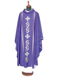 Copertina di 'Casula viola in lana e seta con ricamo a croci gigliate centrale e righe laterali'