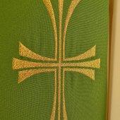 Immagine di 'Stola verde con croce dorata tripartita e stilizzata'