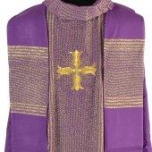 Immagine di 'Casula viola in lana lamè con ricamo a croce'