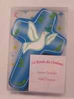 """Immagine di 'Croce azzurra in legno """"Colomba bianca e ramoscelli d'ulivo"""" - altezza 14,5 cm'"""