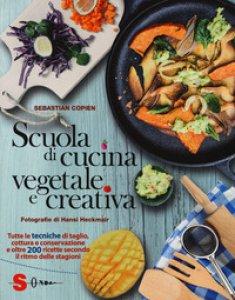 Copertina di 'Scuola di cucina vegetale e creativa. Tutte le tecniche di taglio, cottura e conservazione e oltre 200 ricette secondo il ritmo delle stagioni. Ediz. a colori'