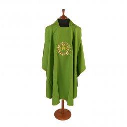 Copertina di 'Casula verde con sole e cristogramma IHS ricamati'