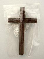 Immagine di 'Croce per Prima Comunione in legno scuro con laccio bianco - dimensioni 10x6 cm'