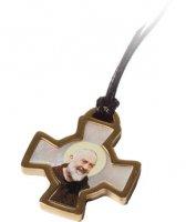 Confezione con croce di San Benedetto in acciaio inox e madreperla