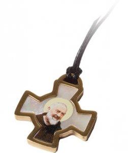 Copertina di 'Confezione con croce di San Benedetto in acciaio inox e madreperla'