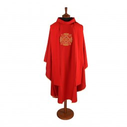 Copertina di 'Casula rossa con simboli dei quattro Evangelisti ricamati'