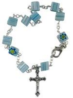 Bracciale rosario con grani in vetro azzurri