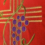 Immagine di 'Stola rossa con ricamo policromo a croce, uva e spighe, alfa e omega'