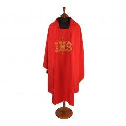 """Copertina di 'Casula rossa con ricamo a croce e scritta """"IHS""""'"""