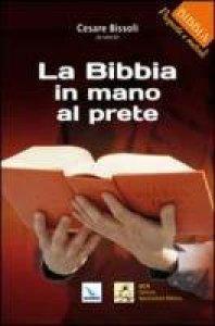 Copertina di 'La Bibbia in mano al prete'