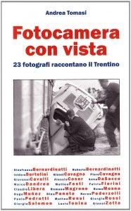 Copertina di 'Fotocamera con vista. 23 fotografi raccontano il Trentino'