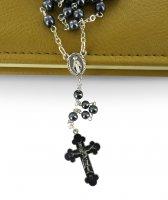 Immagine di 'Rosario perlina colore ematite con croce smaltata'