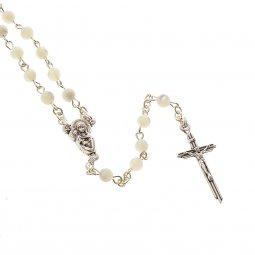Copertina di 'Rosario imitazione madreperla bianca con croce in metallo - grani tondi 4 mm'