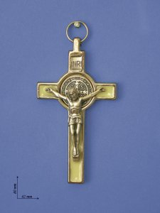 """Copertina di 'Croce in metallo """"San Benedetto"""" su sfondo bianco - altezza 8 cm'"""