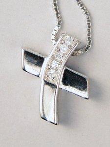 Copertina di 'Collana con croce in argento e dettaglio di zirconi'