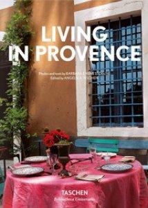 Copertina di 'Living in Provence. Ediz. italiana, spagnola e portoghese'