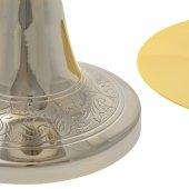 Immagine di 'Calice argentato con motivi floreali stilizzati e patena dorata liscia - altezza 20 cm'