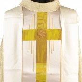 Immagine di 'Casula avorio con stolone e ricamo a croce centrale'