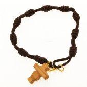 """Immagine di 'Bracciale decina in corda e legno d'ulivo """"Croce dell'amicizia""""'"""