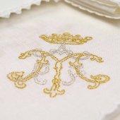 Servizio da messa 4 pezzi ricamato in argento e oro con simbolo mariano