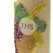 """Immagine di 'Cero in cera d'api con bassorilievo """"calice, uva e scritta IHS"""" - altezza 30 cm'"""