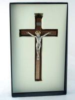 Immagine di 'Croce in legno con corpo in metallo'