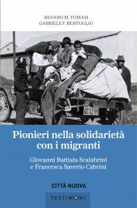 Copertina di 'Pionieri nella solidarietà con i migranti'