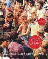 Tribù urbane. Un secolo di mode e culture giovanili. Ediz. a colori - Young Caroline